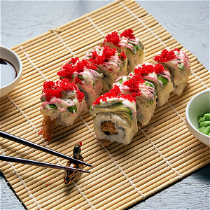 Foto Deluxe Avocado Dragon Roll (8 stuks)