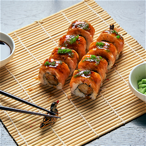 Foto Deluxe Salmon Dragon Roll (8 stuks)